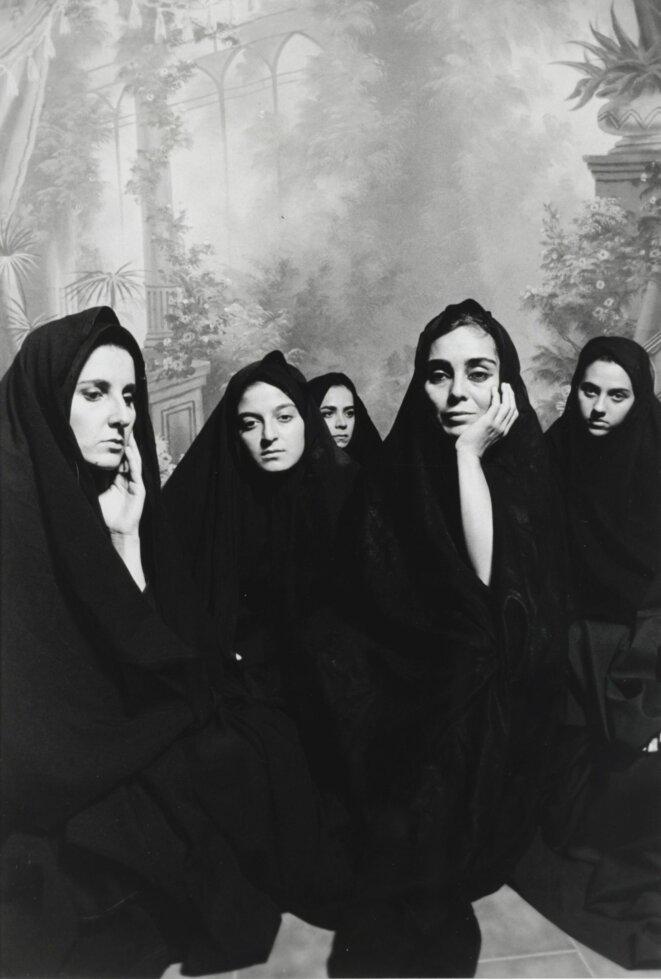 Shirin NESHAT, concept Bahman JALLALI, photographie, Women of Allah (Femmes d'Allah), 1995 Platinotype rehaussé à l'encre noire Institut d'art contemporain, Villeurbanne © Shirin Neshat; photo: Cynthia Preston