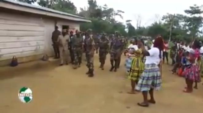 villageoises-et-soldats