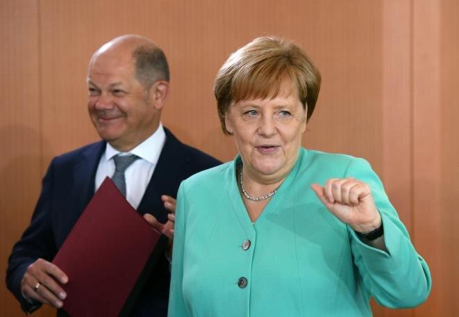 Angela Merkel y su ministro de Finanzas Olaf Scholz. © Reuters