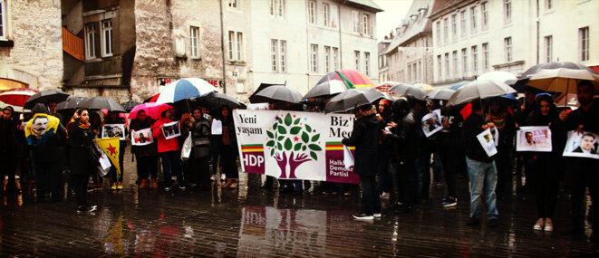 Besançon, manifestation de solidarité aux militant-e-s turc-que-s réprimé-e-s