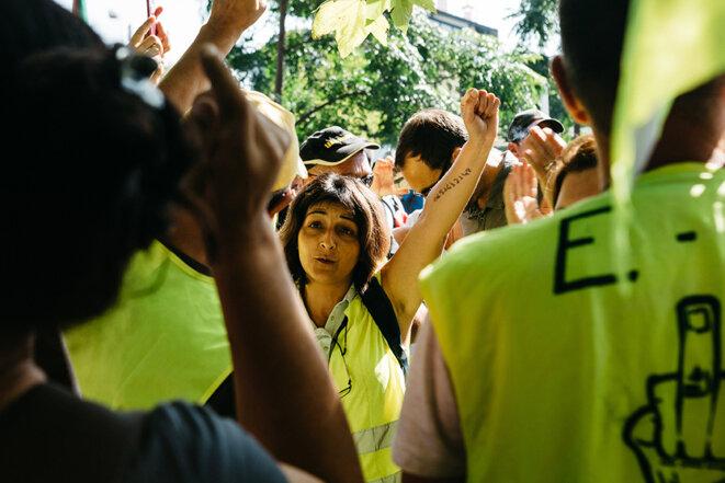 Des gilets jaunes au départ de la manifestation à Hendaye. © Yann Levy / Hans Lucas