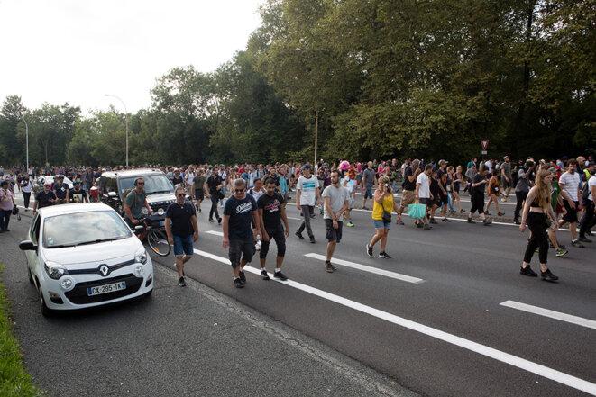 La manifestation sauvage à Bayonne a réuni près d'un millier de personnes. © Yann Levy / Hans Lucas