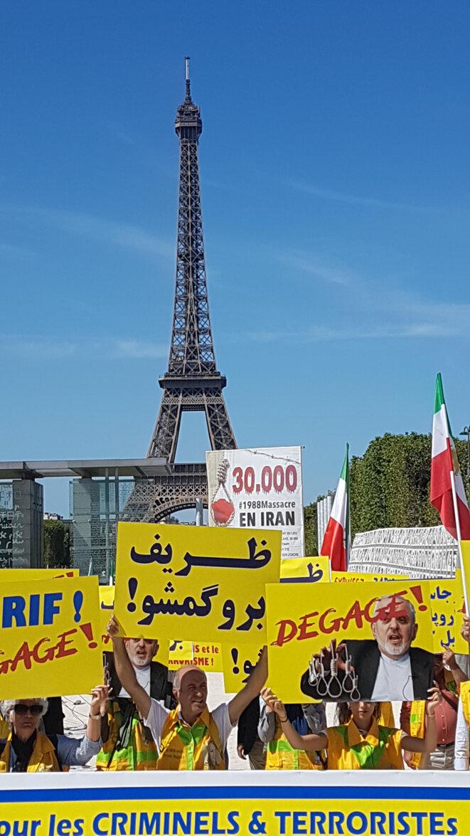 """""""Zarif dégage"""", manifestation d'Iraniens à Paris"""