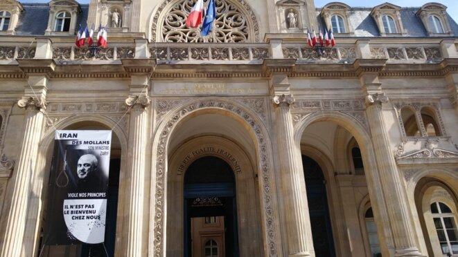 """""""Zarif n'est pas le bienvenu"""" estime la mairie de Paris 1er"""
