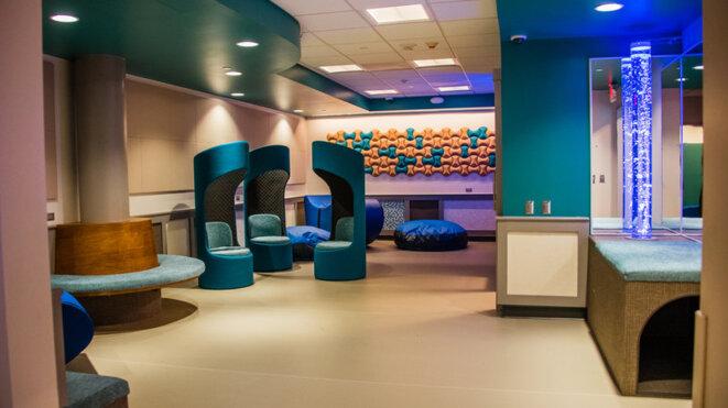 A l'aéroport international de Pittsburgh, un nouvel espace sensoriel est divisé en salles séparées ; les familles peuvent adapter le niveau sonore et lumineux à chaque voyageur, quel que soit son âge. © Avec l'aimable autorisation de l'aéroport international de Pittsburgh