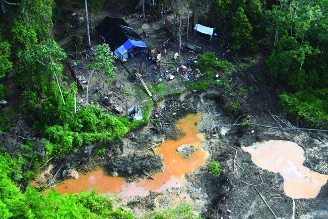 Chantier d'orpaillage clandestin en activité, en 2017. © Parc Amazonien de Guyane