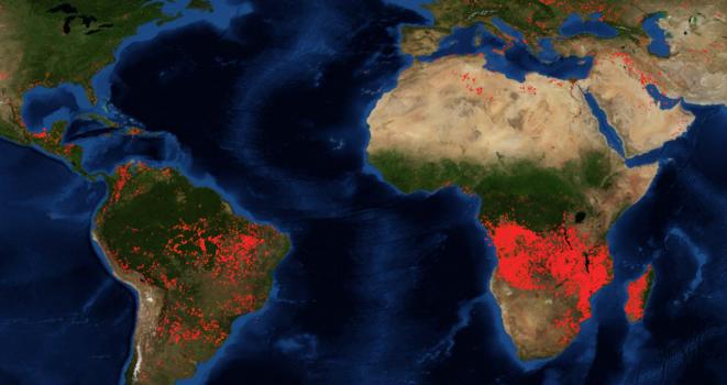 Imagen satélite de la NASA mostrando los incendios forestales activos, el 28 de agosto de 2019.