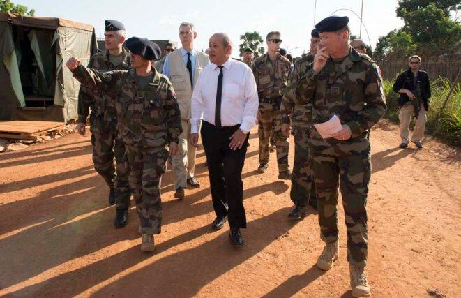 le-drian-avec-soldats
