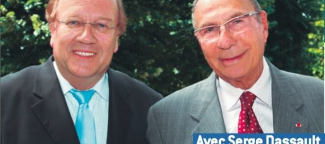 Affiche électorale de Jean-Pierre Bechter (à gauche) posant avec Serge Dassault. © D.R.