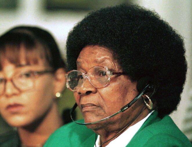 La militante anti-apartheid Albertina Sisulu, en décembre 1997. © Reuters