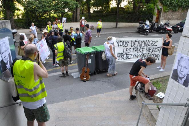 Protestation au siège du journal Le Monde contre le traitement du cas Assange © PhotoJournaliste_freeOfUse