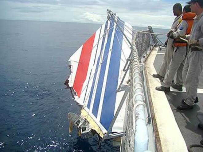 A Brazilian navy ship retrieves debris from Air France flight AF447 found on the surface of the Atlantic Ocean, June 9th 2009.