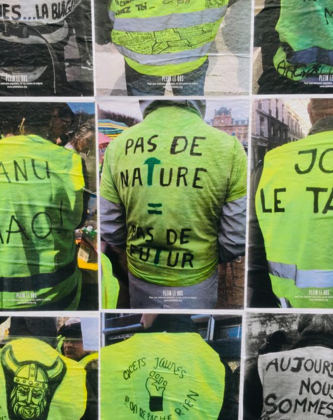 """Capture du site """"Plein le dos"""" qui photographie des slogans de Gilets jaunes."""