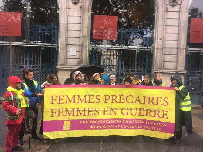 Devant la mairie du XIe arrondissement, 2019.