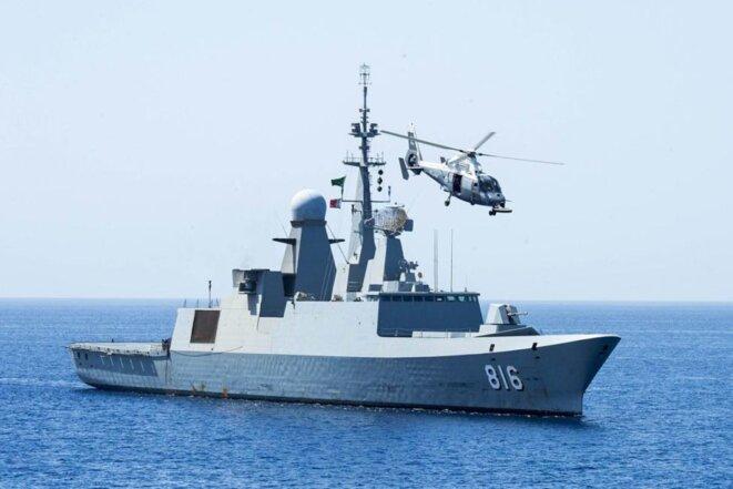 La frégate « Al-Dammam-816 » en mai 2014. © US Navy