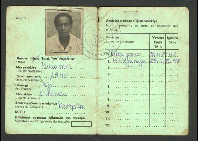 Carte d'identité ethnique rwandaise © Administrations belge et rwandaise