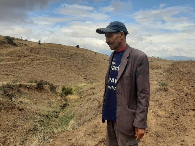 L'agriculteur Jamil Roueli dans les montagnes, près du village d'Erraka. © Lilia Blaise