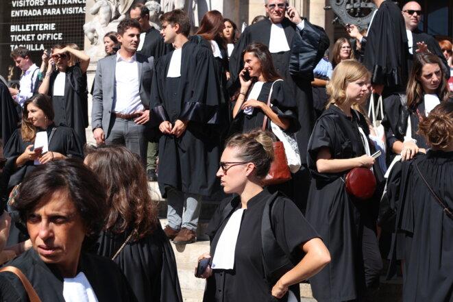 Les avocats étaient déjà très nombreux à défiler le 16 septembre à Paris. © M.G