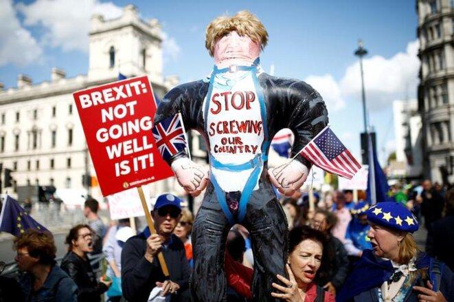 Des manifestants anti-Brexit devant Westminster le 4 septembre 2019. © Reuters/Henry Nicholls
