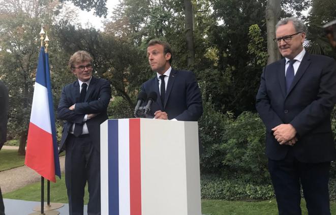 Emmanuel Macron, avec Richard Ferrand, président de l'Assemblée nationale et Marc Fesneau, ministre des relations avec le Parlement, le 16 août, à l'Élysée. © DR