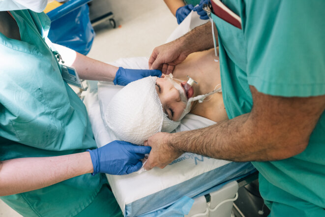 """Optimisme prudent : Après une opération réussie, Ghatan a encore """" un siècle d'anxiété """", dit-il."""