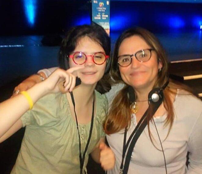 Camille Ribeyrol et sa mère après l'intervention  au Congrès d'Autisme Europe