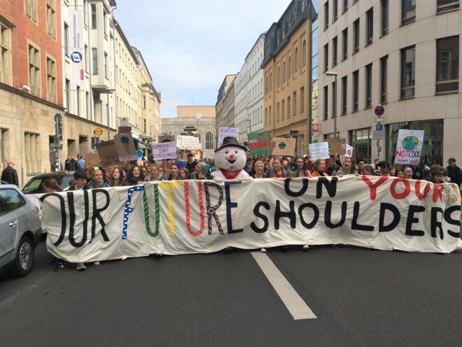 La tête du cortège de la manifestation en défense du climat, vendredi 20 septembre, à Berlin. © TS