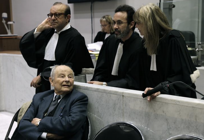 Jacques Servier et ses avocats, au début d'une audience du procès du Mediator à Nanterre, le 21 mai 2013. © REUTERS/Philippe Wojazer