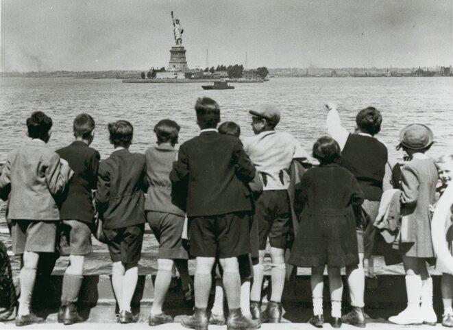 Enfants sauvés par Gilbert et Eleanor Kraus arrivant à New York, juin 1939.