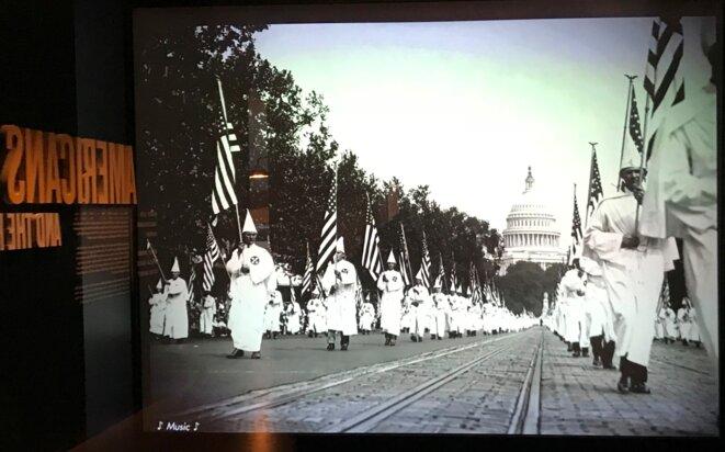 Défilé du Ku Klux Klan devant le Capitole.