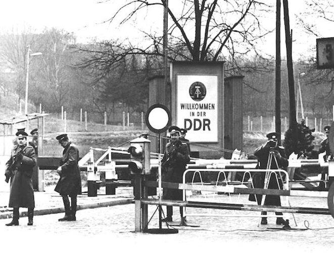 Gardes-frontières est-allemands © BPK, Berlin, Dist. RMN-Grand Palais/image BPK