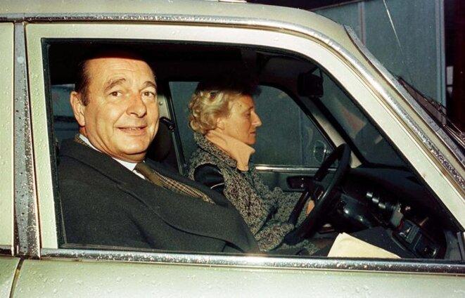 Jacques et Bernadette Chirac lors d'un déplacement à Sarran (Corrèze) en 1993. © Reuters