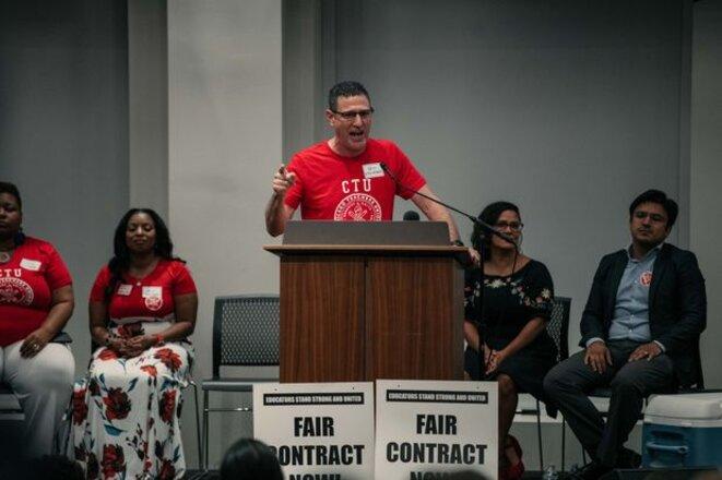 Jesse Sharkey, actuel président du Syndicat des Enseignants de Chicago, donne un discours en préparation à la grève © Wall Street Journal