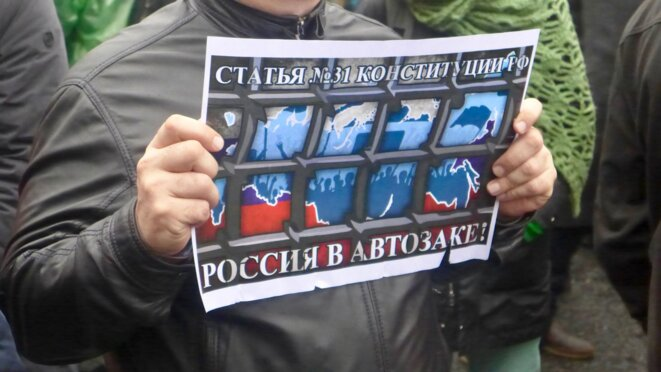 """La Russie dans un """"panier à salade"""" © CB"""