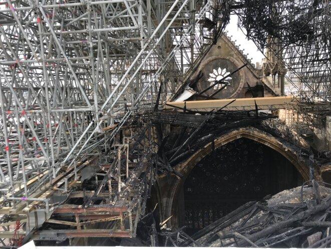 La cathédrale Notre-Dame de Paris le 7 mai 2019, trois semaines après l'incendie. © Document Mediapart