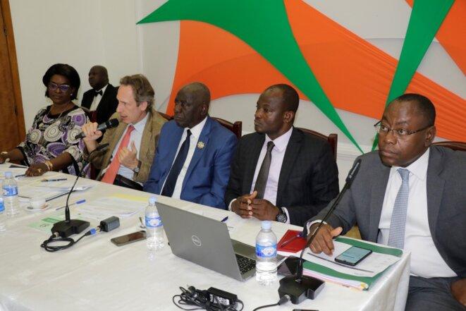 Séance de travail de la délégation de l'APF avec la section ivoirienne de l'APF © Direction de l'Information et de la Communication de l'Assemblée Nationale