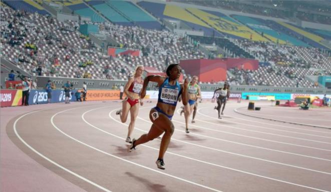 La finale du 200 mètres féminin s'est déroulée devant un public très clairsemé au stade Khalifa de Doha. © Reuters