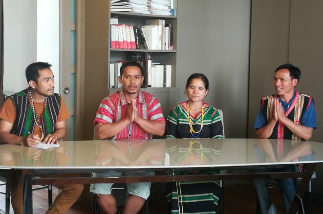 Des paysans bunongs expliquent leur démarche contre Bolloré, le 30 septembre. © D.I.