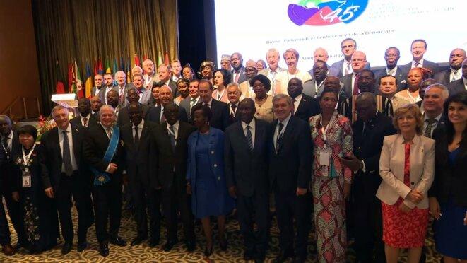 La photo de famille a l'ouverture solennelle de la 45e session de l'Assemblée Parlementaire de la Francophonie © Direction de l'Information et de la Communication de l'Assemblée Nationale