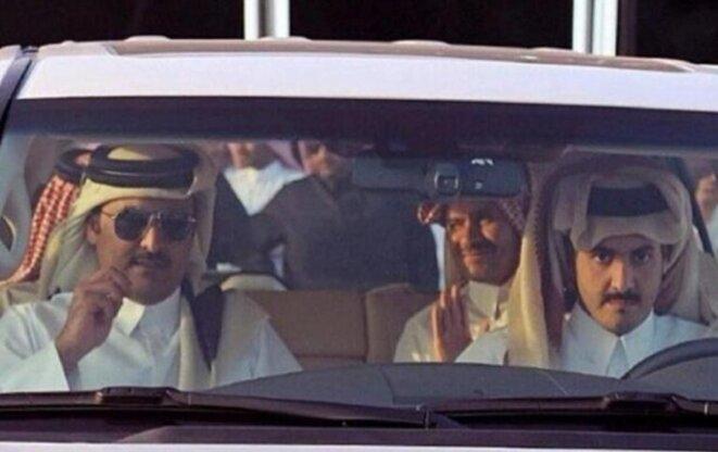 L'émir du Qatar (à gauche) avec son inquiétant frère (à droite)