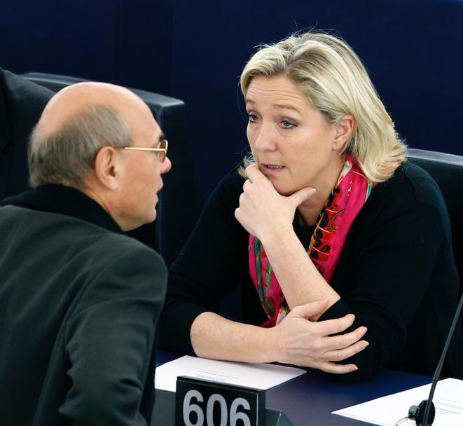 Jean-Luc Schaffhauser et Marine Le Pen au Parlement européen, le 27 novembre 2014. © Reuters