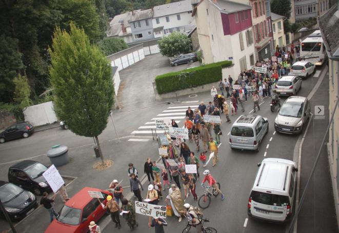 manifestation à Bagnères de Bigorre © Marcel Duchamp
