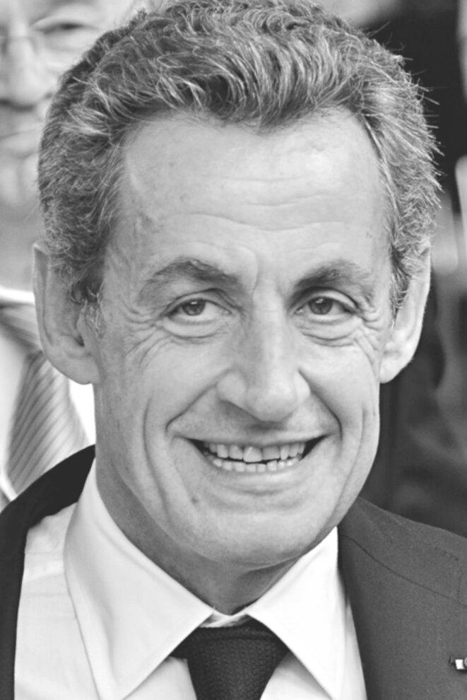 Nicolas Sarkozy au congrès du Parti populaire européen (PPE) en 2016. © PPE/Wikimedia Commons (via Flickr), licence CC-BY-SA 2.0 générique (photo initiale en couleur recadrée et convertie en niveaux de gris).