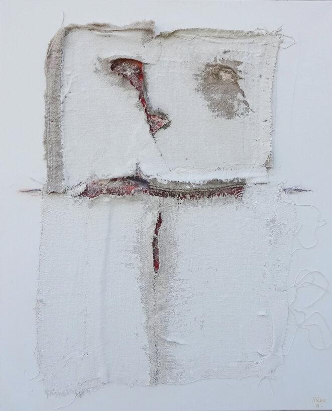 Kléber, « Édito XXXII », acrylique, terres du Lot et fragments de tissus de mémoire sur toile, 50 x 60 cm, 2019