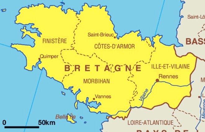 Une région, 4 départements : une sorte de simplification administrative, à laquelle les élus ont résisté becs et ongles, voulait fusionner les départements dans la région, laquelle a été savamment coupée de la Loire-Atlantique, pourtant historiquement bretonne. Mieux, la Bretagne en tant que région a failli disparaître sous l'ère Hollande, si J.-Y. Le Drian, revenu d'un voyage dans le cadre de ses fonctions de Ministre de la défénse, n'avait, paraît-il, tapé sur la table. © Anonyme