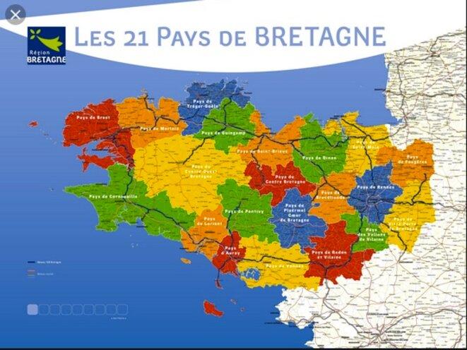 """Les 4 départements bretons sont coupés en 21 """"Pays""""."""