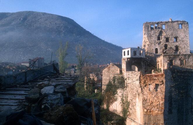 Le pont de Mostar détruit en 1993 © Thomas Haley