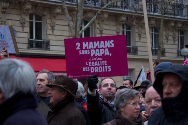 """La Manif pour tous s'oppose au mariage homosexuel, à l'homoparentalité (adoption, PMA, GPA) et à la « théorie du genre ». Elle fait la promotion du mariage homme-femme et de la """"famille traditionnelle"""" © Wikipedia Commons"""