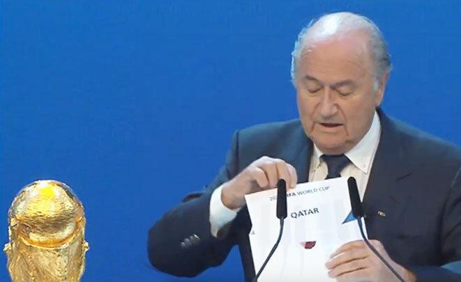 Le président de la FIFA dévoile, le 2 décembre 2010, le nom du pays organisateur de la Coupe du monde 2022. © Qatar 2022