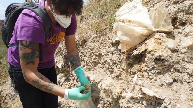 Prélèvement des échantillons que nous avons fait analyser. © Doğu Eroğlu / The Black Sea